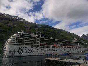 Statek MSC Poesia - w porcie Geiranger